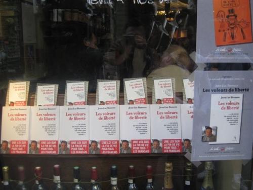 Dédicace 1 vitrine W Paris Belle Hortense 018.JPG