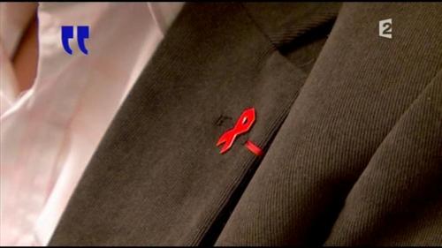 France 2 jlr noeud rouge.jpg