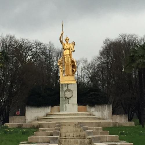 StatuePorteDorée.JPG
